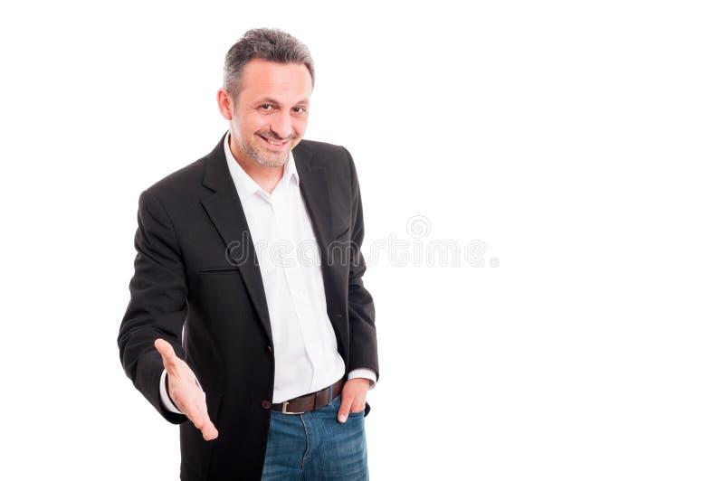 Vänlig affärsman eller entreprenör som ger handen för handskakning royaltyfria foton