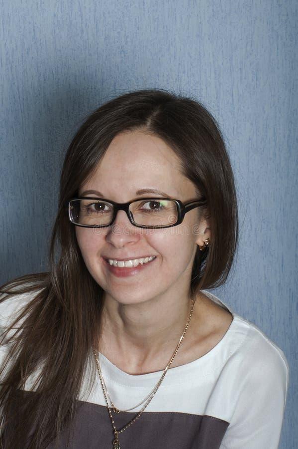 Vänlig seende kvinna fotografering för bildbyråer