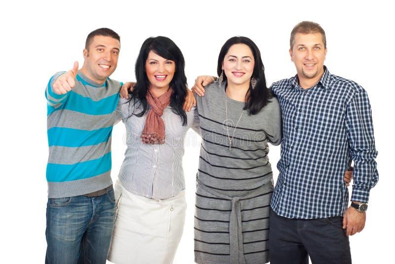 vänner ger förenade skratta tum royaltyfri fotografi