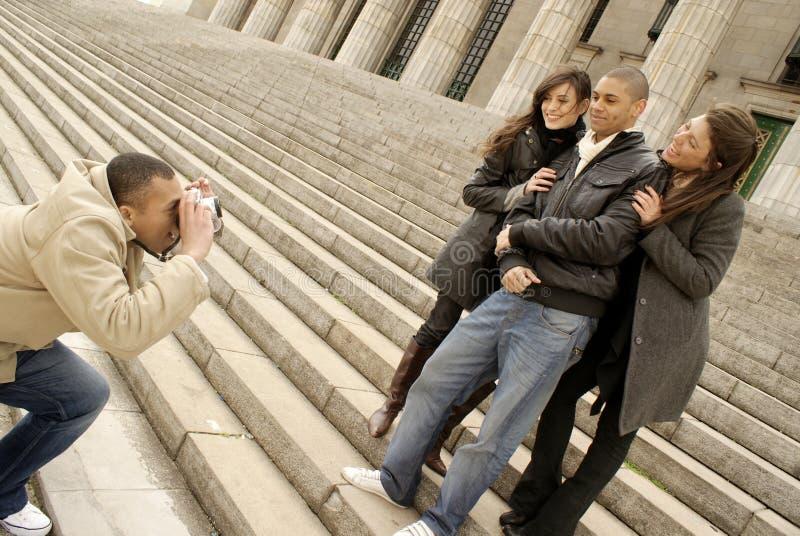 Vänner med kameran arkivbilder