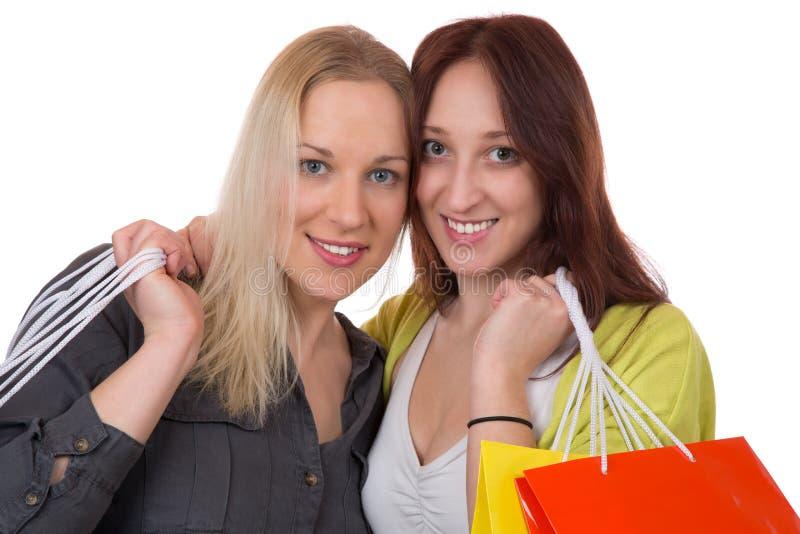 Vänner som har gyckel, medan shoppa royaltyfria bilder