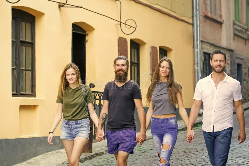 vänskapsmatchen går Mode stads- stil, livsstil arkivfoton