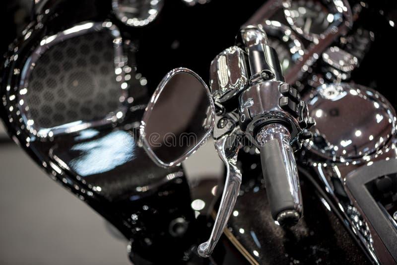 Vänster handtagstång för motorcykel fotografering för bildbyråer