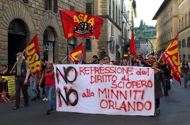 Vänsterkantendemonstration i Florence, Italien arkivbild