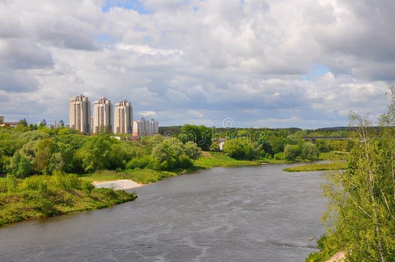 Vänstersidabanken av den Neman floden nära staden av Grodno Belaru royaltyfri fotografi