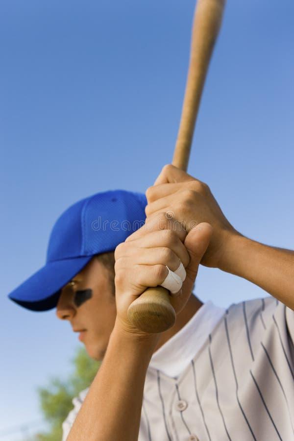 vänta för baseballsmetpitch fotografering för bildbyråer