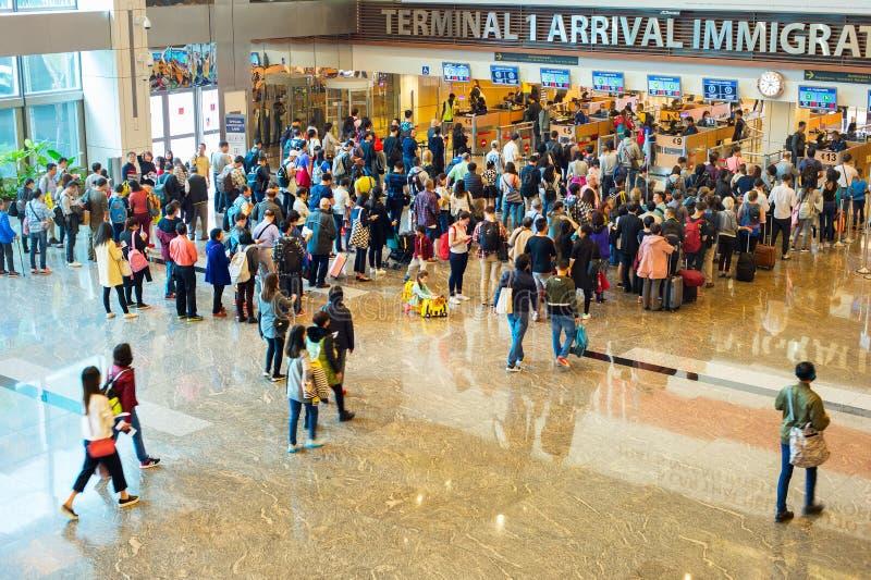 Vänta i köflygplatsinvandring royaltyfri fotografi