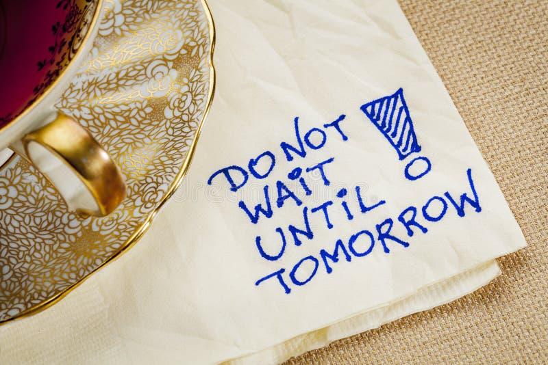 Vänta inte till i morgon royaltyfri foto