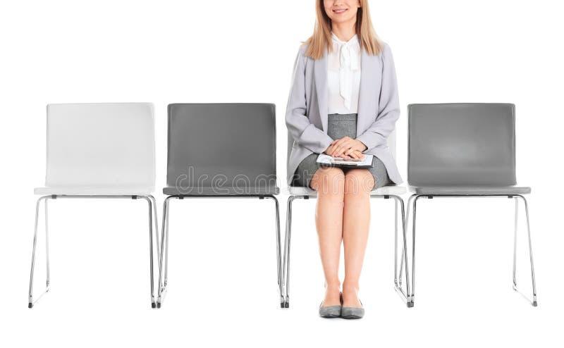 Väntande på jobbintervju för ung kvinna arkivbild