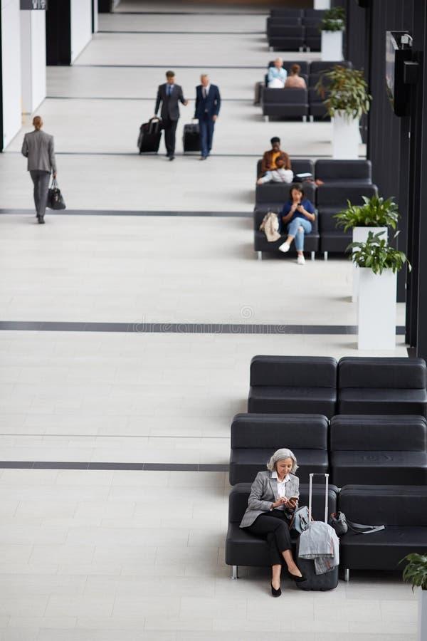 Väntande rum för modern flygplats royaltyfria foton