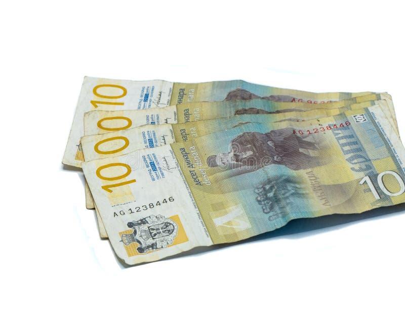 Värde för fyra sedlar 10 serbiska dinar med en stående av en lingvist Vuk Karadzic som isoleras på en vit bakgrund arkivbilder