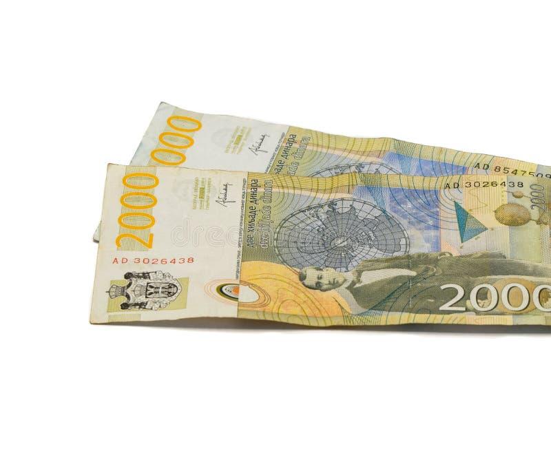 Värde för två sedlar 2000 serbiska dinar med en stående av en klimatforskare Milutin Milankovic isolerade på en vit bakgrund royaltyfri fotografi
