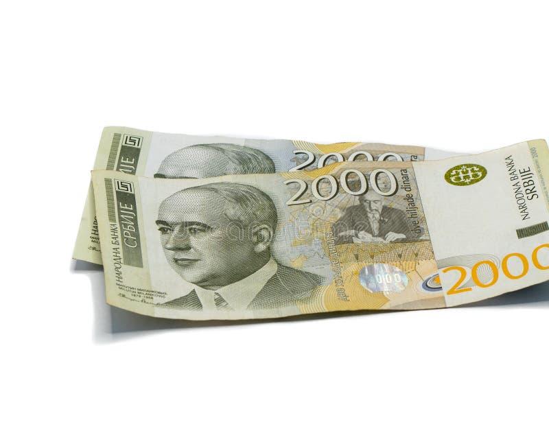 Värde för två sedlar 2000 serbiska dinar med en stående av en klimatforskare Milutin Milankovic isolerade på en vit bakgrund arkivfoton