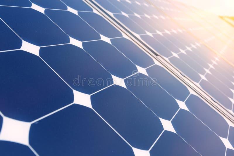 värld för nya paneler för energi för applikationutveckling sol- hel arkivfoton