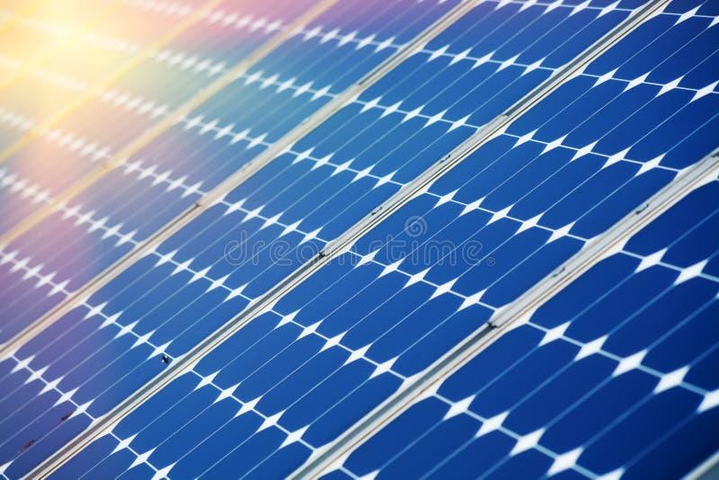 värld för nya paneler för energi för applikationutveckling sol- hel arkivbilder
