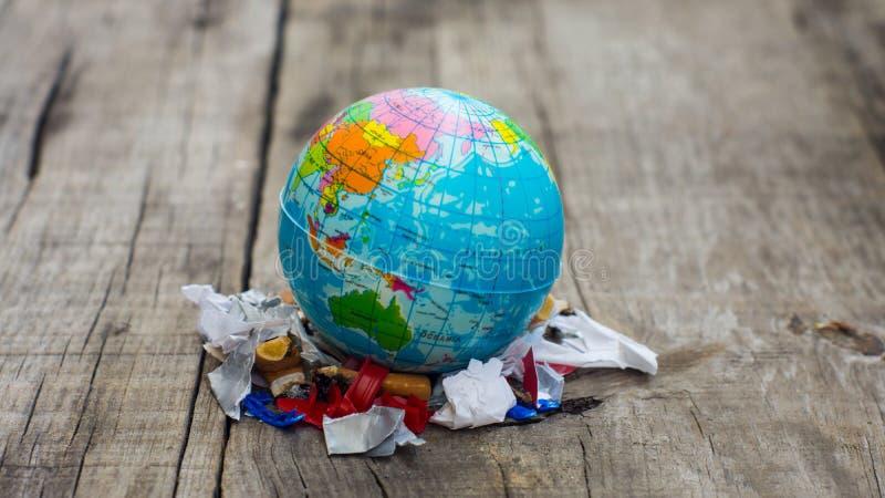 Världsföroreningbegrepp royaltyfri fotografi