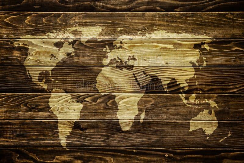 Världskarta på wood bakgrund royaltyfri bild