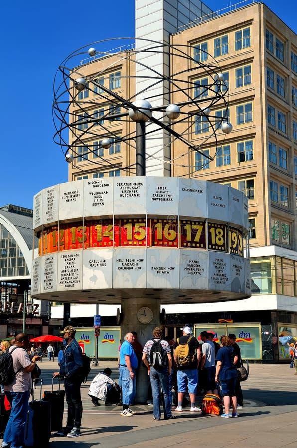Världsklockan (Weltzeituhr) i Berlin arkivbilder