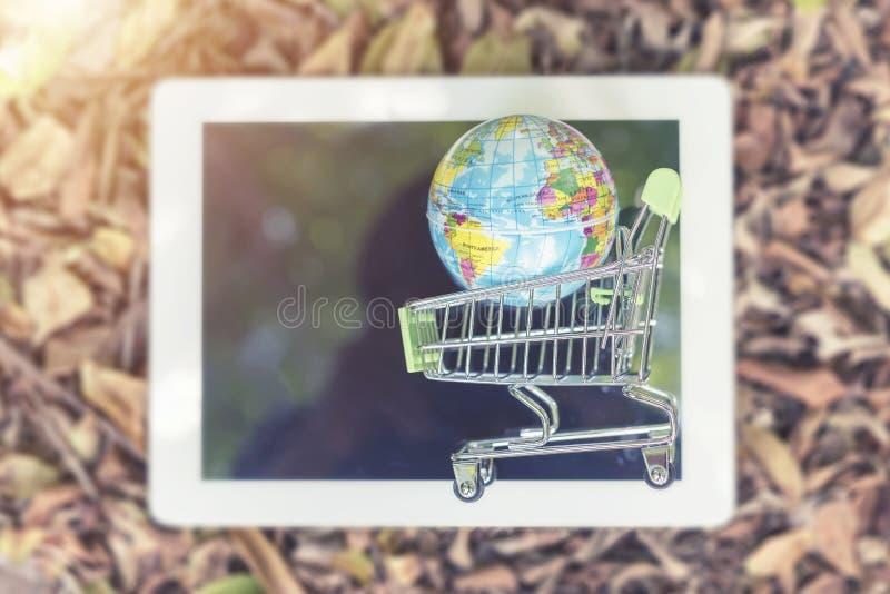 Världsomspännande affärs- och teknologibegrepp Orb på shoppingvagnen fotografering för bildbyråer
