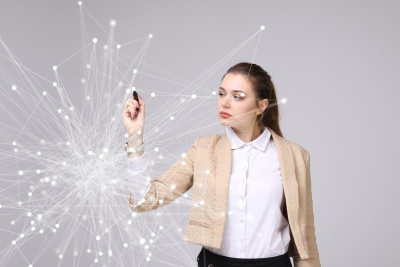 Världsomspännande futuristiskt begrepp för nätverks- eller radiointernetuppkoppling Kvinna som arbetar med anknöt prickar fotografering för bildbyråer