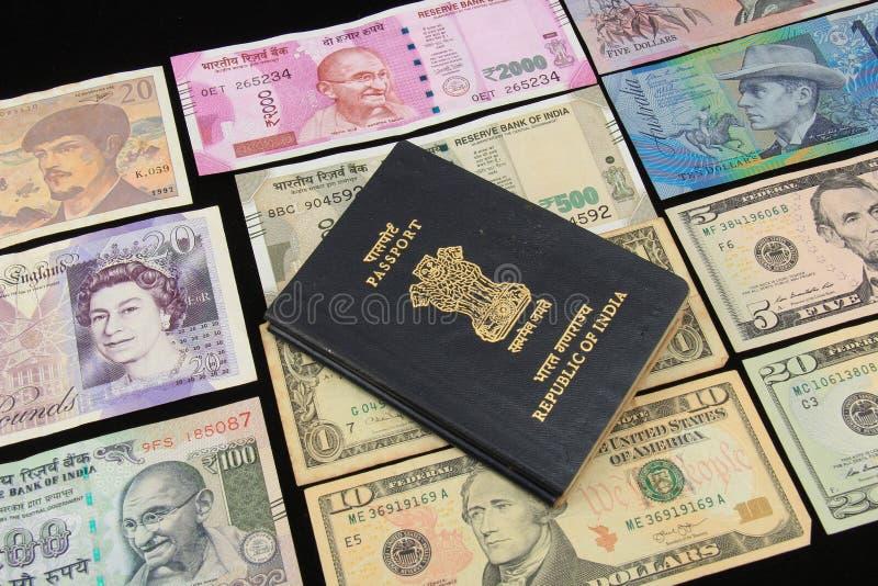 Världsvalutaanmärkningar royaltyfria bilder