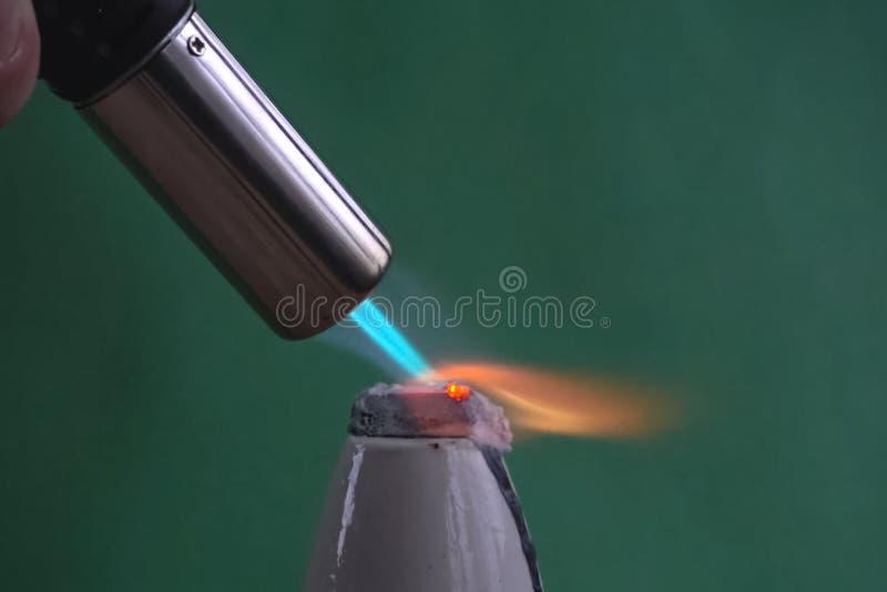 Värma gasfacklastyckena av metall fotografering för bildbyråer