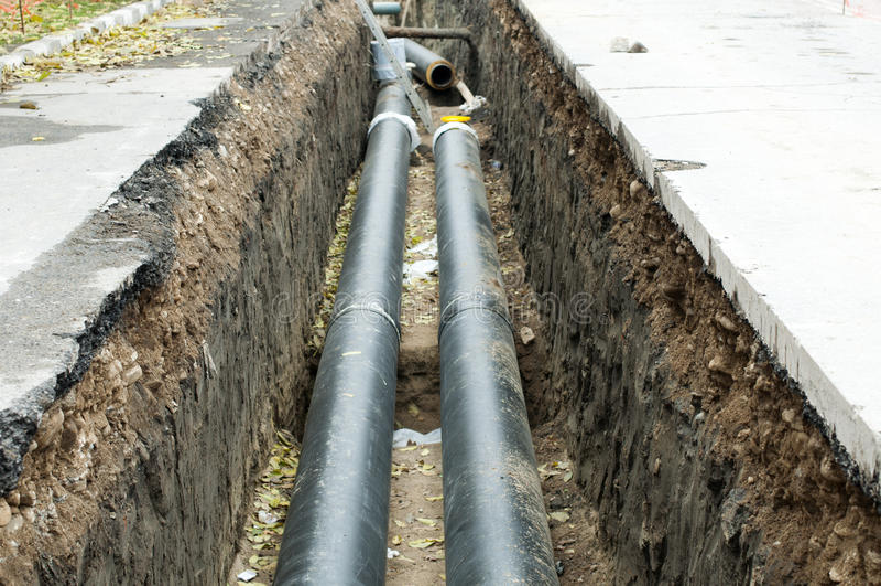 värmande upp varma installerande rør ångar vatten royaltyfri foto