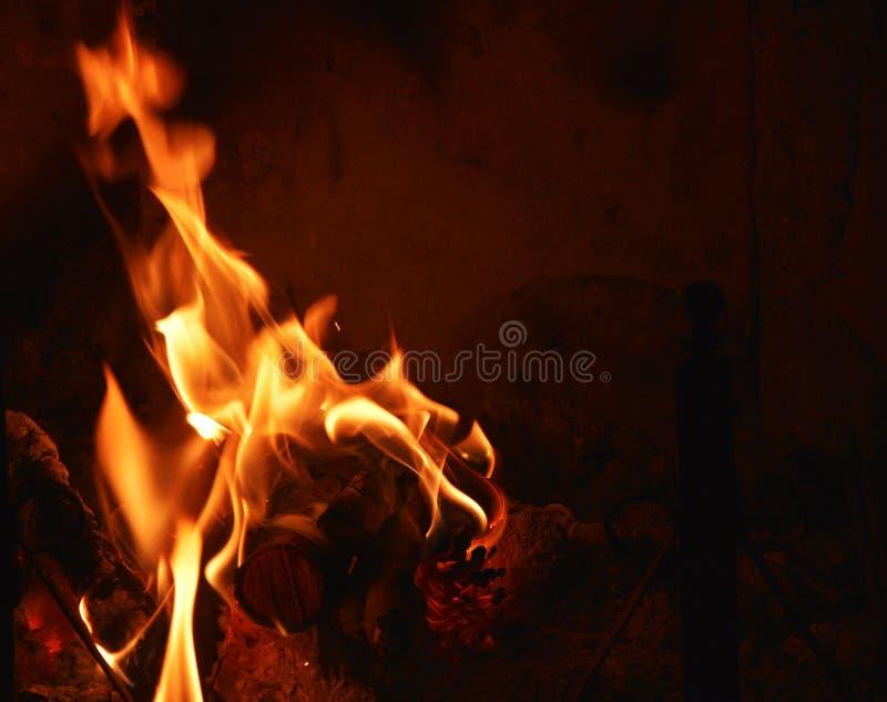 Värme brandbränningen i en spis fotografering för bildbyråer