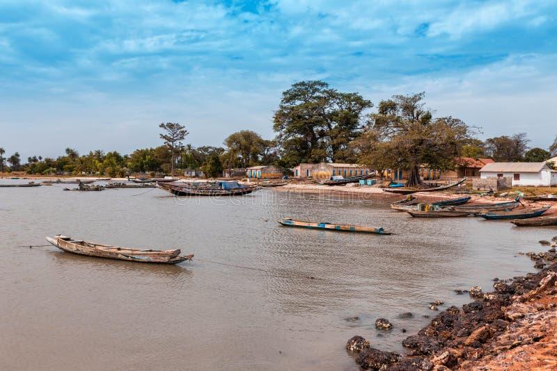 Västafrika Gambia - liten fiskeport royaltyfria foton