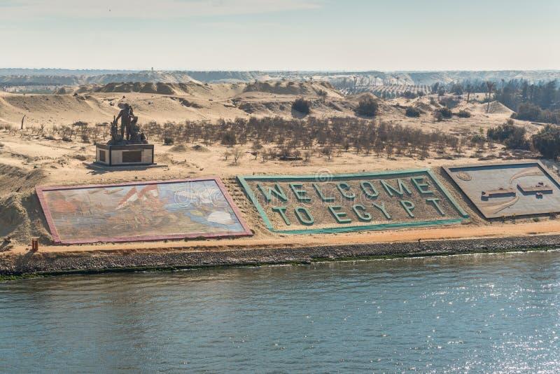 Västra banker av den nya Suez kanalen i staden av Ismailia, Egypten royaltyfri fotografi