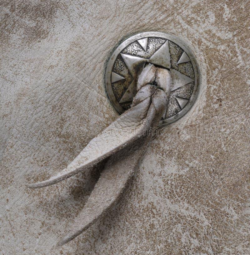 Västra Concho knapp på läder arkivbilder
