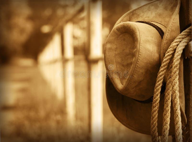 Västra cowboyhatt och lasso arkivbilder