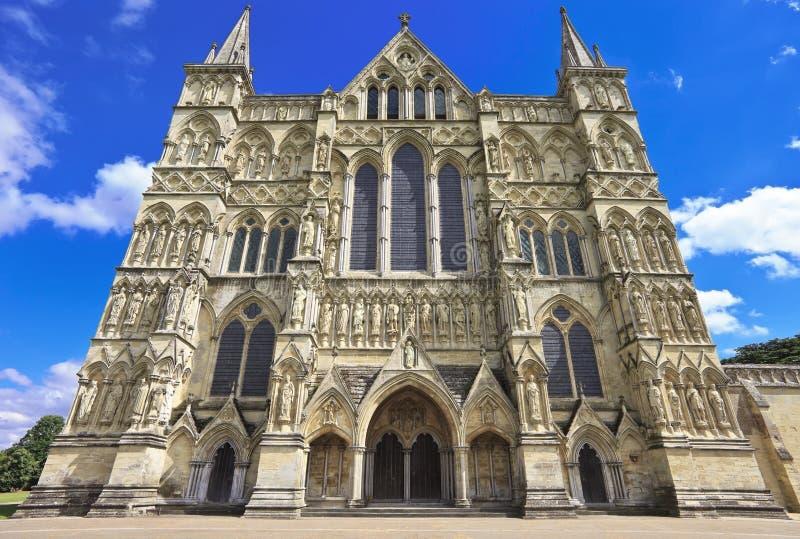 Västra framdel av den Salisbury domkyrkan, England arkivbild