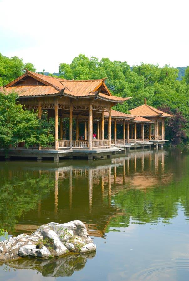 västra hangzhou lakelandskap royaltyfria foton