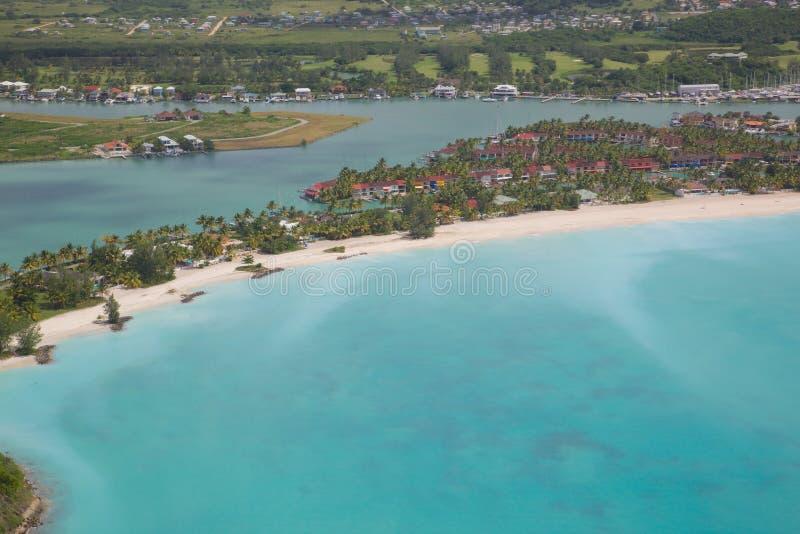 Västra Indies som är karibiska, Antigua, sikt över Jolly Harbour arkivbild