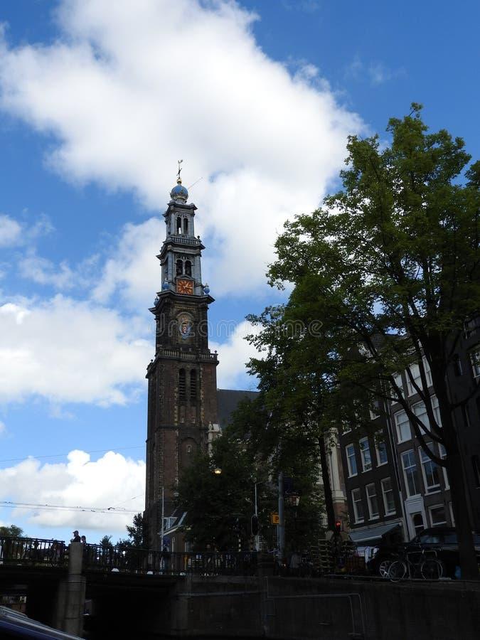 Västra kyrka Westerkerk på solnedgången, Amsterdam, Nederländerna royaltyfri foto
