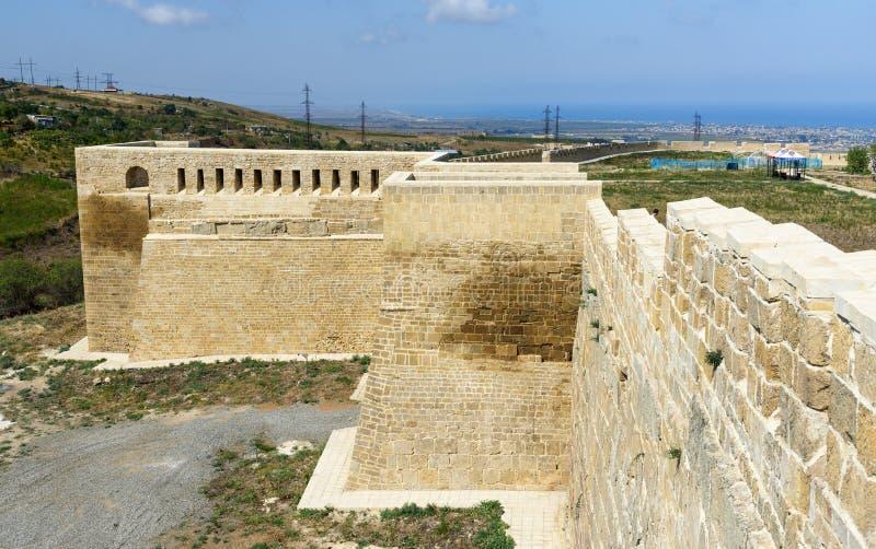 Västra port i den Naryn-Kala fästningen Derbent arkivbild