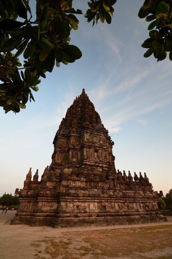 Västra sikt av den Brahma templet Prambanan Yogyakarta region java Indonesien royaltyfri fotografi