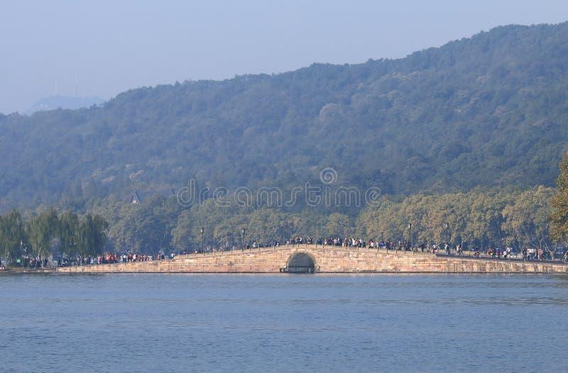 Västra sjö Hangzhou Kina för bruten bro royaltyfria foton