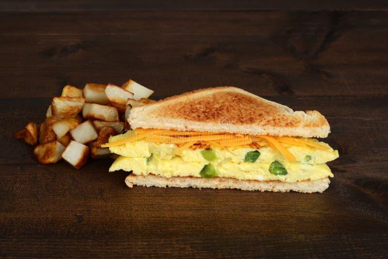 Västra smörgås med franska småfiskar fotografering för bildbyråer