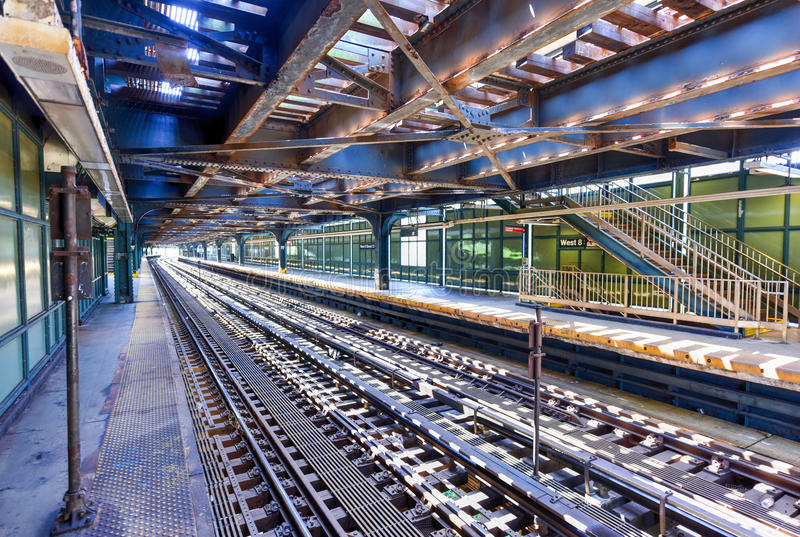 Västra 8th gatagångtunnelstation - Brooklyn, NY arkivfoton