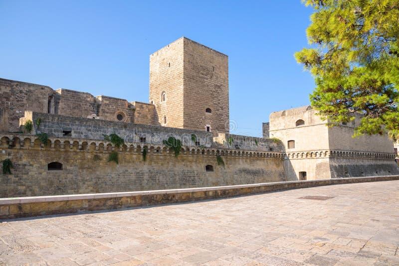 Västra vallar av Norman Castle i Bari arkivfoto