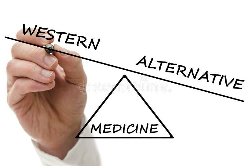 Västra vs alternativ medicin arkivbild