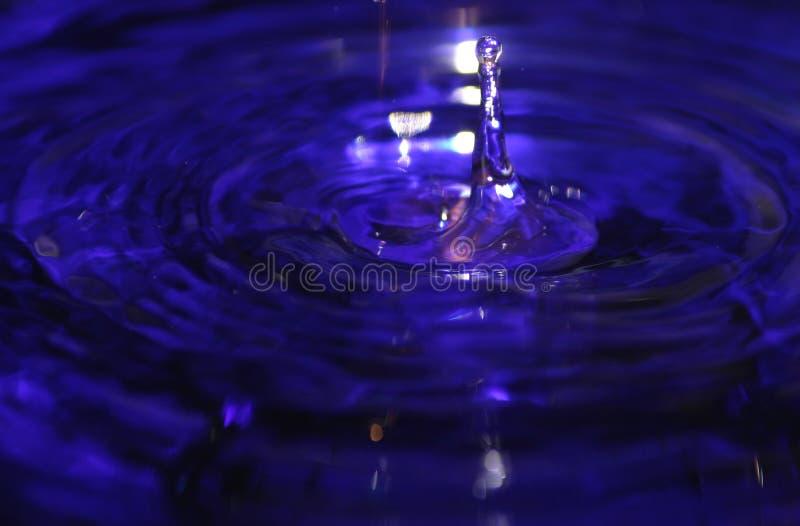 vätskefärgstänkvatten för blå droppe arkivbilder