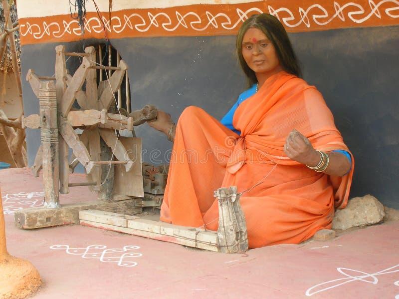 väva kvinna för indisk staty arkivbild