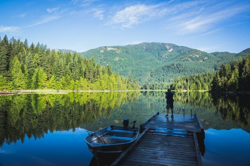 Vävare sjö i morgonen arkivbild