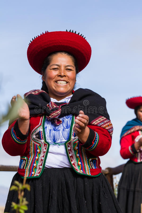 Vävarekvinna i Chinchero arkivbild