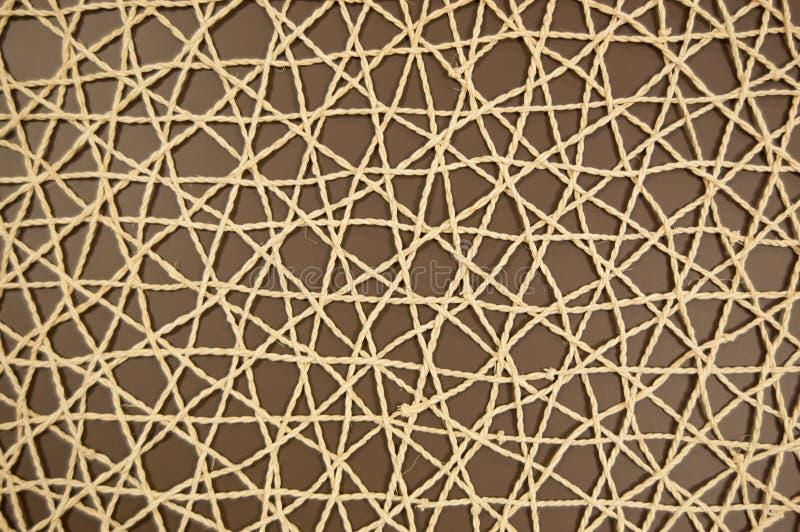 Vävt ingrepp av konstgjort material på en brun bakgrund royaltyfria foton