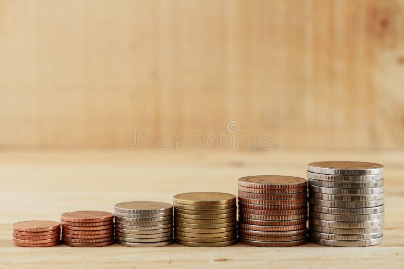 Växande framgång för thailändskt myntbuntmoment, begreppsaffärsfinans fotografering för bildbyråer