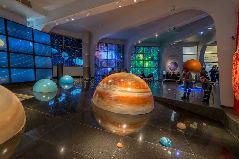 Växelverkande åtlöje av solsystemet i museumuranplanetariet i Moskva, Ryssland royaltyfri foto